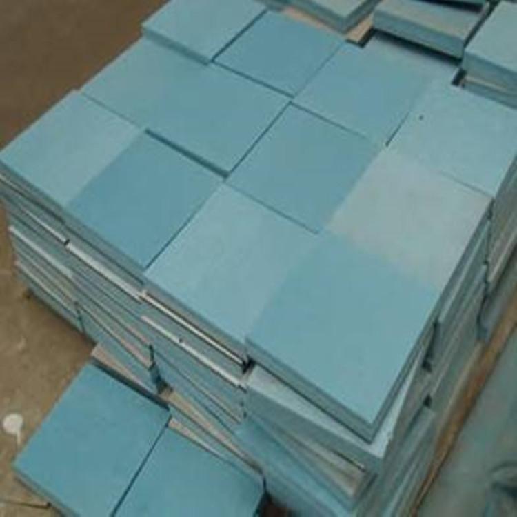 涂料饰面容易开裂;面砖饰面容易脱落;保温材料与墙体的粘接性不良
